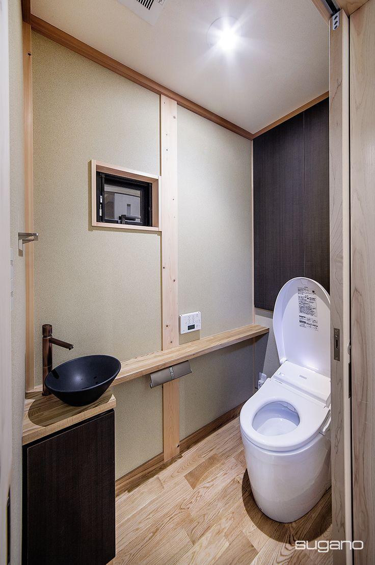 木製カウンターに手洗器を据えました。和風のトイレです。※HP未掲載写真 #和風住宅 #家づくり #和風トイレ #手洗器 #手洗いカウンター #木製カウンター #新築住宅 #木造住宅 #設計事務所 #菅野企画設計