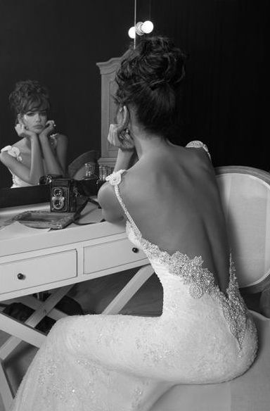 Beautiful low back on this wedding dress #bridal #style #fashion