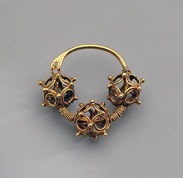Earring Gold; Diam. 3.2 cm Late 12th - first half of the 13th century Kiev, the Yesikorsky Estate