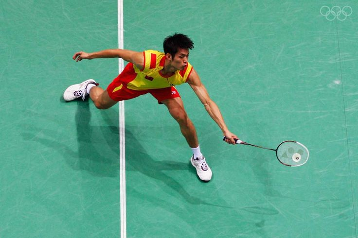 Lin Dan comptes for China in the badminton singles at the 2008 Beijing Olympics