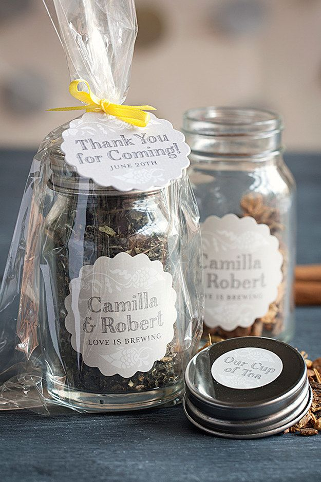 These favors filled with tasty loose leaf tea. | 21 Incredibly Gorgeous Wedding DIYs That You Can Actually Do