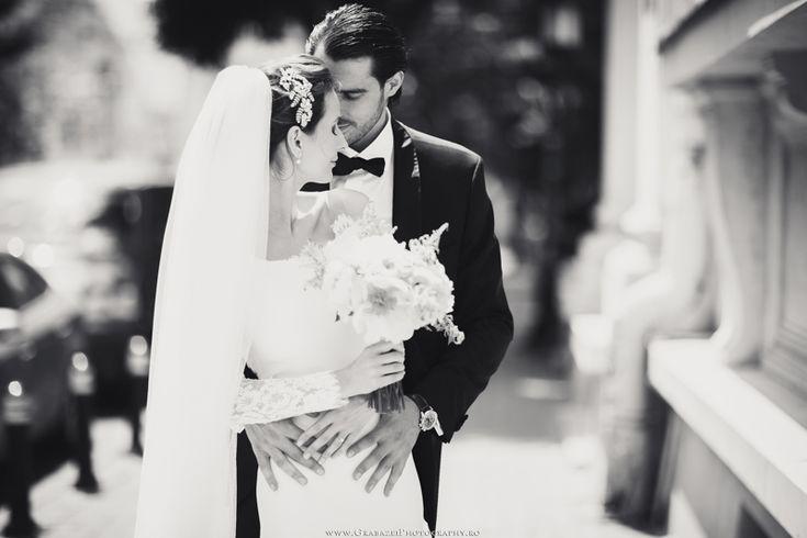 Outdoor wedding | bride and groom posing ideas  #grabazei #outdoorwedding #nuntainaerliber #bucuresti #bucharest fotograf nunta bucuresti #chisinau summer club snagov pullman