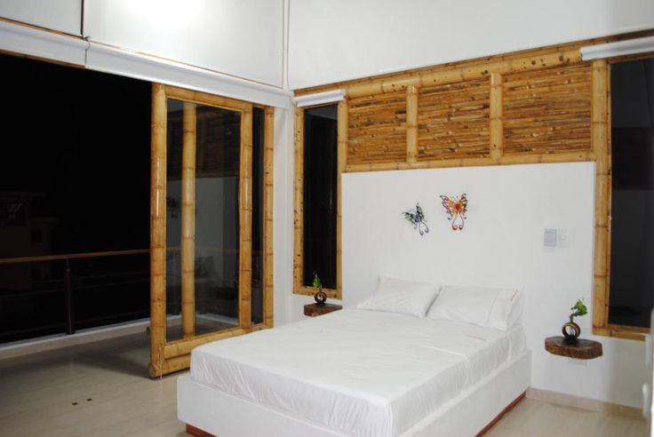 Diseño y construcción de la Casa Amaranta en el municipio del Carmen de Apicalá en el departamento del Tolima por Zuarq Arquitectos.