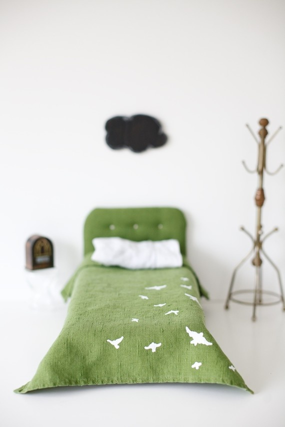 Ok not only is this little bed gorgeous! But I am loving that cloud in the background over the bed! It gave me the idea to make chalkboard clouds to hang in Cree's room! :D