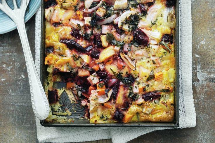 Eigenlijk een grote omelet, maar dan uit de oven. Met winterpeen, biet en zoete aardappel - Recept - Allerhande