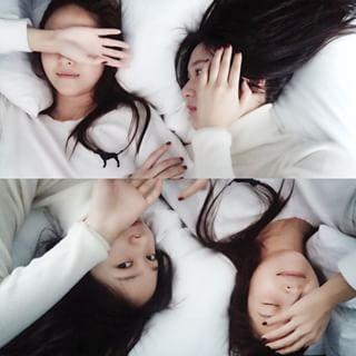 My cute alarm clock #jessica #krystal #sisters #sticktogether #bff #정자매 #인간알람 #귀찮아 #침대에서뒹구르르