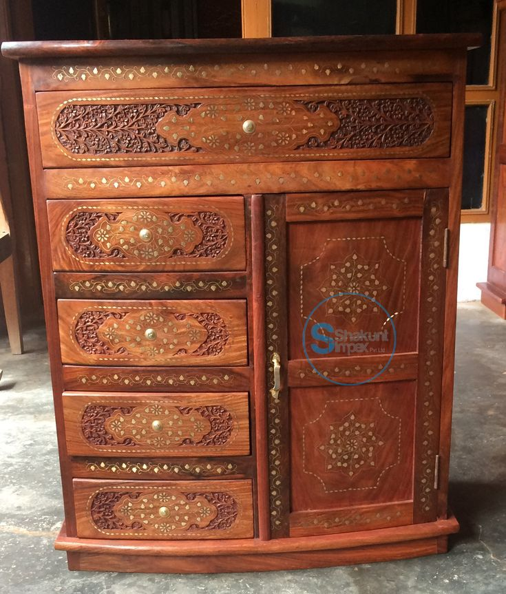 Hand carved chests of drawers @shakuntimpex #shakuntimpex #handcarvedfurniture