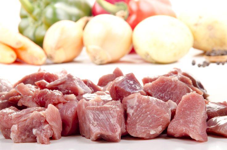 Tutti abbiamo utilizzato almeno una volta il dado di carne. Ma forse non tutti sappiamo che si può fare in casa! Ingredienti freschi