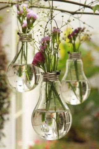 Old lightbulbs, repurposed...couldn't decide whether to put it in garden, craft or going green.Hanging Lights, Bulbs Flower, Hanging Flowers, Cute Ideas, Hanging Vases, Flower Pots, Lights Bulbs, Flower Vases, Cool Ideas