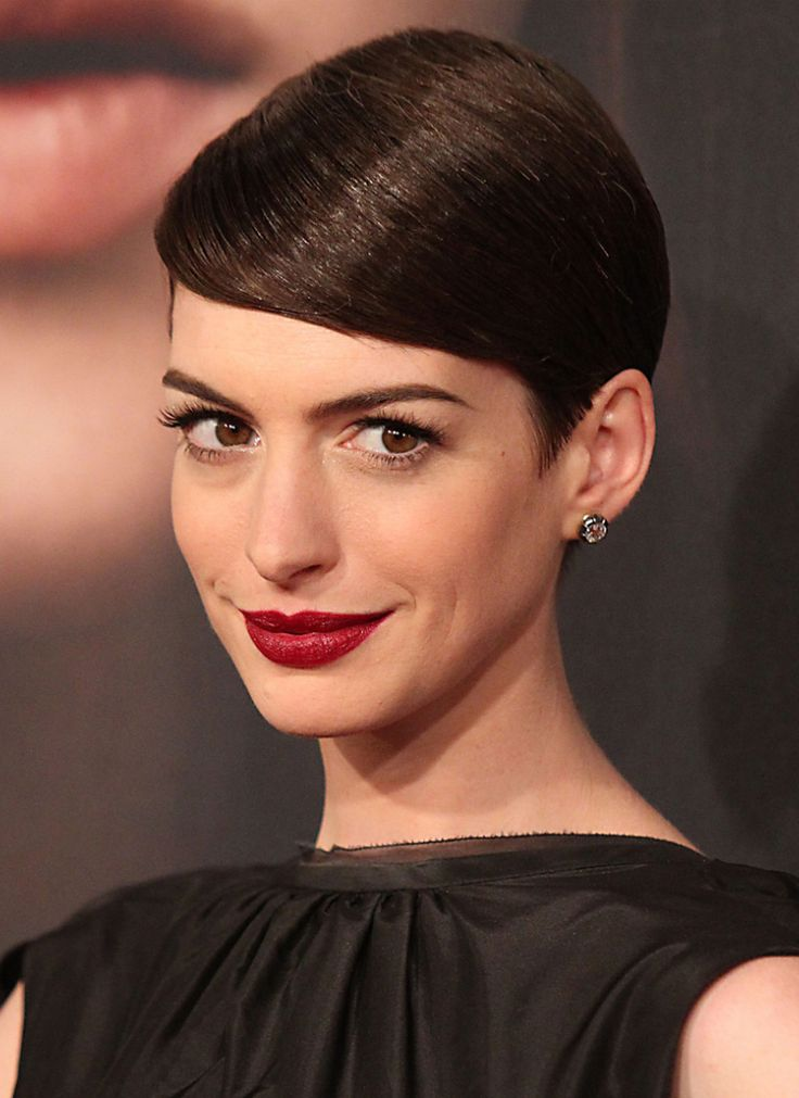 die besten 25 anne hathaway pixie cut ideen auf pinterest anne hathaway stil anne hathaway. Black Bedroom Furniture Sets. Home Design Ideas