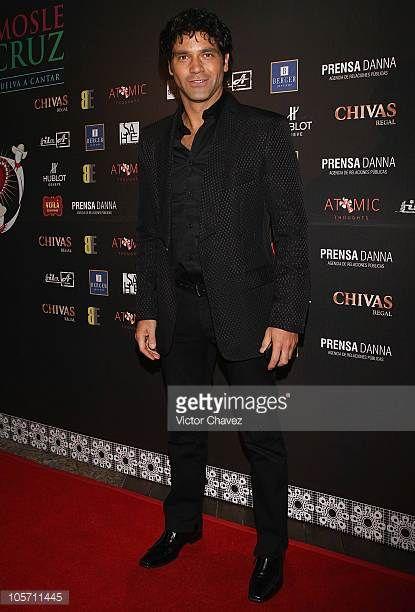 actor-valentino-lanus-attends-the-cantandole-a-veracruz-benefit-at-picture-id105711445 (415×612)