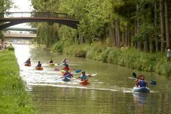 Canoe kayak sur le canal de l'Ourcq à Paris