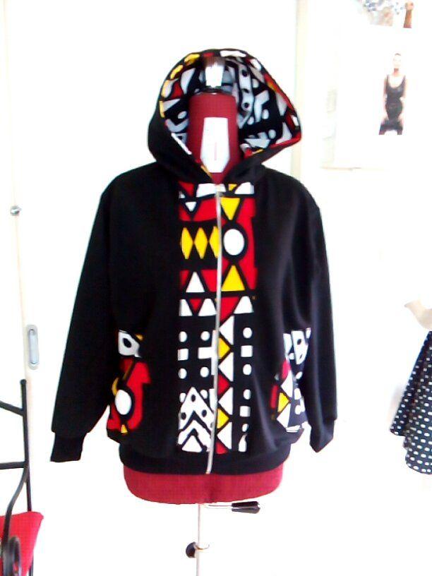 Casaco preto, tamanho M.Para encomendas envie email para maeafroo@outlook.pt
