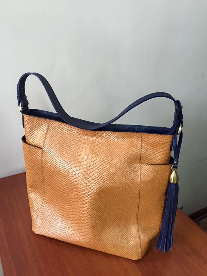 hermoso, bolso en cuero, miel con azul