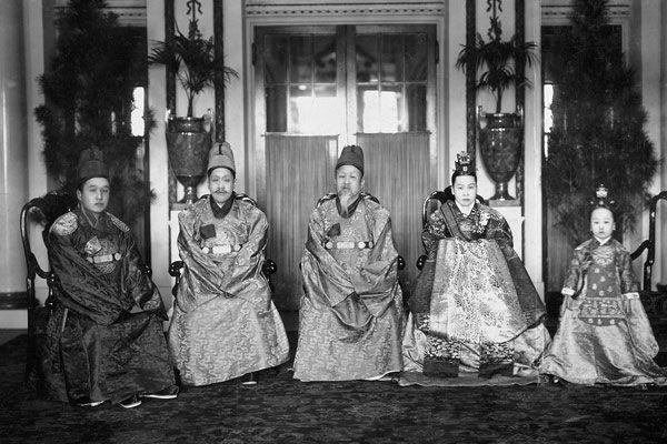 조선 왕실의 일제 36년...日황족 대우,천황가 다음 부자로 : 조선pub(조선펍) > 뉴스 & 이슈