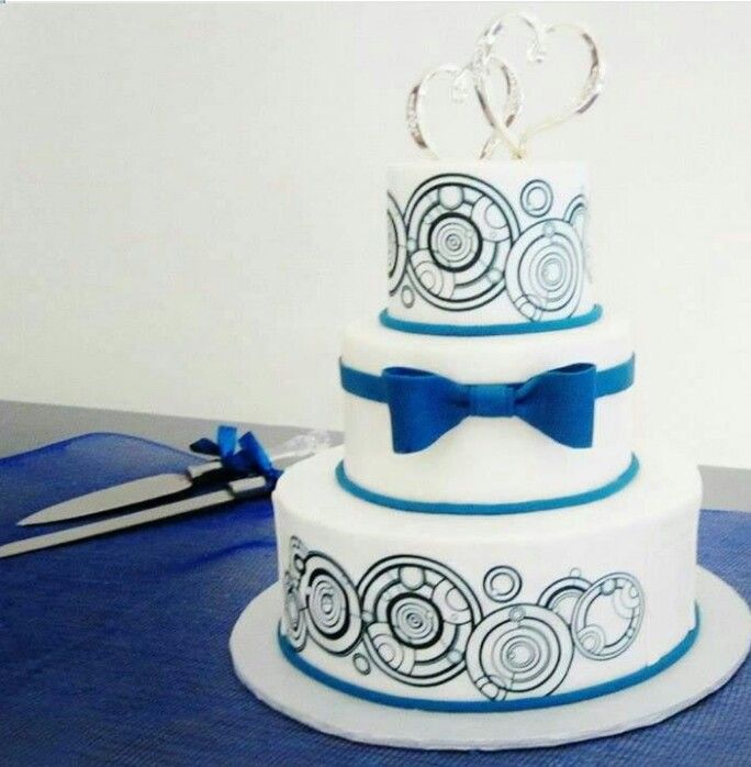 Ok no idea if I'd ever get a wedding cake with Gallifreyan writing on it, but I HAD to pin it