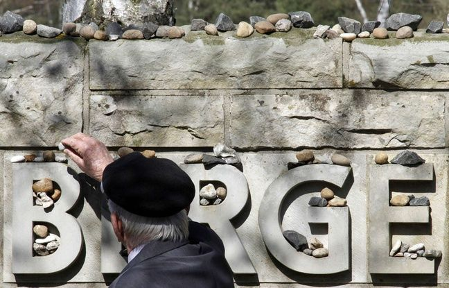 A man leaves a stone during a ceremony celebrating the 65th anniversary of the liberation of Bergen-Belsen, April 18, 2010. 70 years after the liberation of the former Nazi camps continue to plunge us into horror. Dutch researchers said Friday they had discovered a new mass grave in the former Nazi concentration camp of Bergen-Belsen in northern Germany . The mass grave, measuring 16 meters by 4, was discovered thanks to testimonies of former detainees, including the Dutch resistance…