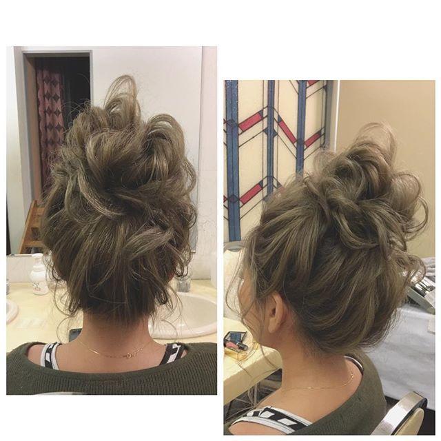 リハーサルヘアメイク ✴︎ ここに髪飾りをつけて...♡ 当日楽しみ(๑˃̵ᴗ˂̵) #赤リップがよく似合うお嫁さん ✴︎ #リハーサルヘアメイク #ウェディング #ブライダルヘア #ヘアメイク #メイク #沖縄ヘアメイク #花嫁 #結婚式 #髪型 #ヘアスタイル #お団子 #お団子ヘア #オシャレさん ゆるっとがとことん似合う ✴︎ 準備頑張ってくださ〜い♡ ✴︎