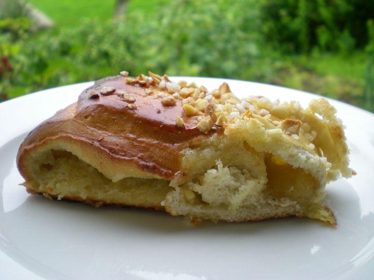 Kringle med marcipanremonce (recipe in Danish)