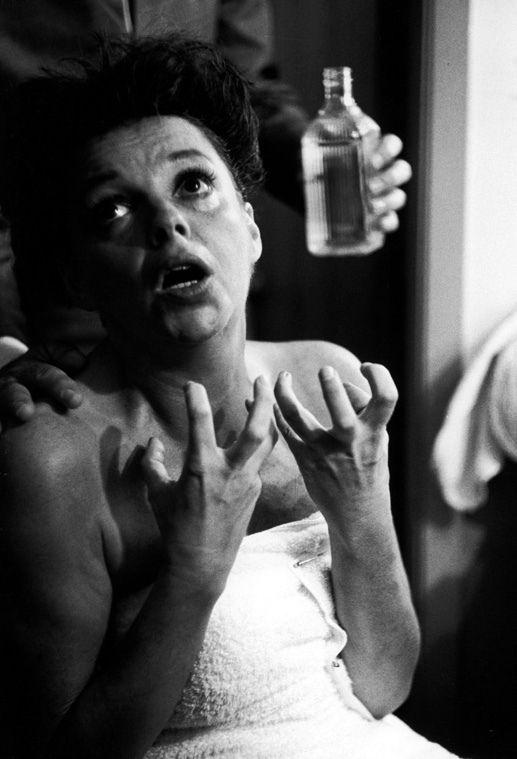 Judy Garland. Photoby William Claxton. S)