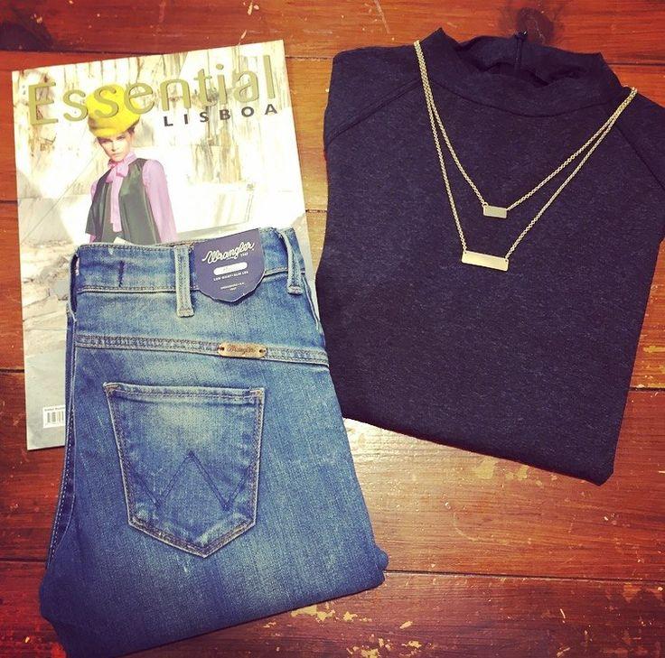 Monday's essentials ;) #justfemale #clubmanhattan #wrangler #mondayessentials #essentialmagazine