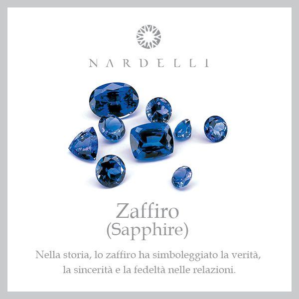 Lo #zaffiro, per il suo colore azzurro, è chiamato anche gemma celeste e, per il suo significato di purezza e fedeltà viene spesso scelto come anello di fidanzamento.