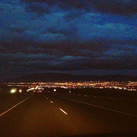 Instagram【rugandpiece】さんの写真をピンしています。 《My favorite town Las cruces.  車運転中にマダムに見とれて事故りそうになった経験ありです #運転中あるある  ニューメキシコとテキサスの境にある街ラスクルーセス  アリゾナからのロングドライブで見えてくるこの景色  時には夕暮れ時だったり朝だったりその時によって表情が違う  特に理由はないけどなんかこの街が好き  スペイン語で十字架  名前がイカシテル  んじゃおやすみんさい  #newmexico#lascruces#longdrive#fromarizona#thecitylights#beautiful#itsmyfavoriteone#trip#instagood #ニューメキシコ#ロングドライブ#アリゾナからテキサスへ#夜景#この場所すき#手前のレストエリアも必ず寄る場所#そこでの深呼吸が気持ちいぃ#旅#トリップ #今年もあと3ヶ月 #いろんな景色が見たい #本気でやれるとこまでやってみる》
