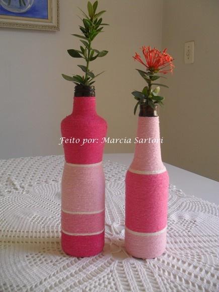 Garrafas decoradas com barbante colorido nos tons de rosa. Lindas para alegrar seu ambiente! Podem ser feitas nas cores de sua preferencia!