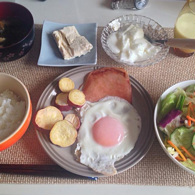 牛乳の量を減らして湯葉に。(バイオメトリクス) - 14件のもぐもぐ - ハムエッグ サラダ 湯葉 ワカメと揚げの味噌汁 牛乳 by nyaromechan