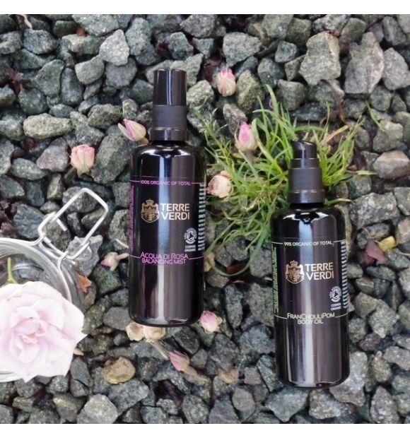Organiczna woda różana z róży damasceńskiej w formie mgiełki - Terre Verdi, 100 ml  Organiczna woda różana z róży damasceńskiej w formie mgiełki.  Woda różna z róży damasceńskiej usuwa ze skóry pozostałości makijażu i zanieczyszczeń, przywraca naturalną równowagę i właściwe PH skóry.  Doskonale regeneruje i nawilża.