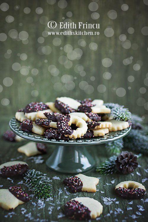 Fursecuri cu ciocolata- Este perioada biscuitilor si fursecurilor, imi este tare drag sa coc in perioada asta. Sa miroasa in casa a vanilie si a biscuiti proaspat scosi din cuptor