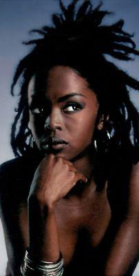 Lauryn Hill...Phenomenol Woman..says me. Lauryn Hill (South Orange, Nueva Jersey, 25 de mayo de 1975) actriz, cantante y productora estadounidense galardonada 8 veces con el premio Grammy.[The Fugees (1992 – 1997)]