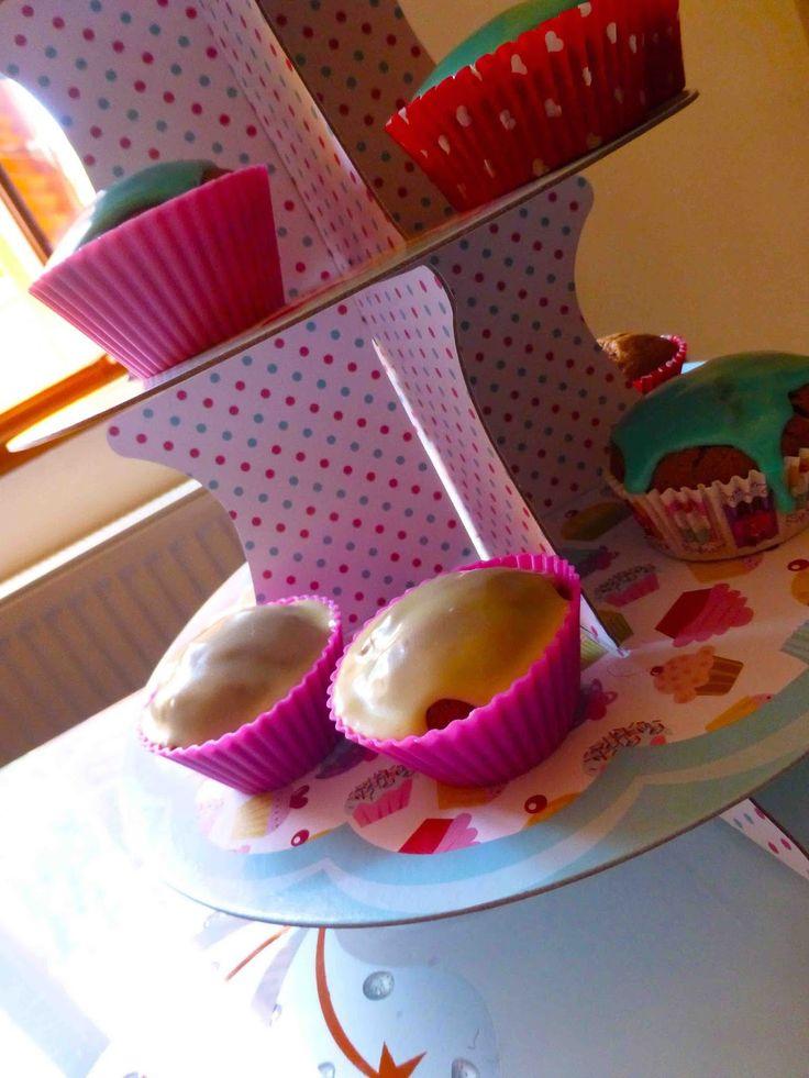 Έμπνευση και Δημιουργία: Cupcakes Μερέντας με κομμάτια λευκής σοκολάτας!!!!...