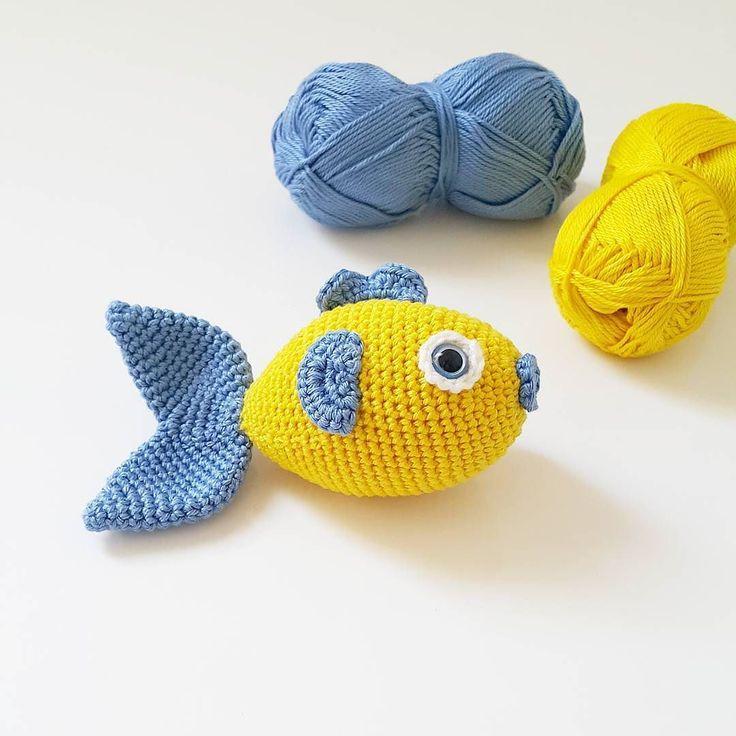Amigurumi @lanasdrops love you #7.  Os animais a hacer una lista de nombres de peces. No vale repetir. A ver a cuántos juntamos.  #bichus #juegosdelistas #listasdelistos #clasesmadrid #crochetlover #punto #ganchillomadrid #lanasmadrid  #gabchilleras #ganchiĺlo #dropslovesyou7 #dropsfan #lanasdrops
