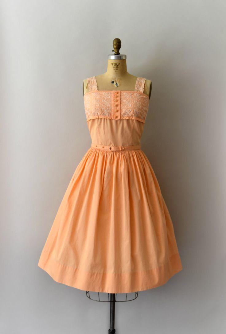 Vintage jaren 1950 jurk set, lichte abrikoos oranje katoen met wit geborduurde…