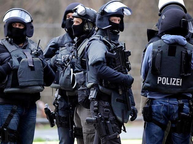 Γερμανία: Έφοδος σε χώρους που συνδέονται με το δράστη της επίθεσης στο Βερολίνο: Τεράστια επιχείρηση πραγματοποίησαν οι γερμνανικές αρχές…