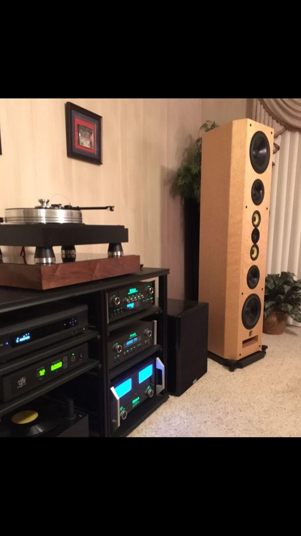 And one more great shot of James H.'s beautiful system from Audio Classics😍 #audiosystem #audiophile #audiovideo #audioporn #audioloveofficial #highendaudio #luxuryaudio #instagood #instamusic #music #musiclover #vinyl #vinylcollection #vinylcollector #vinyljunkie #hifi #sound #amp #speaker #stereosystem #audioengineer #vinyligclub #vinylcommunity #turntable #highquality #Mcintosh #preamp #stereo