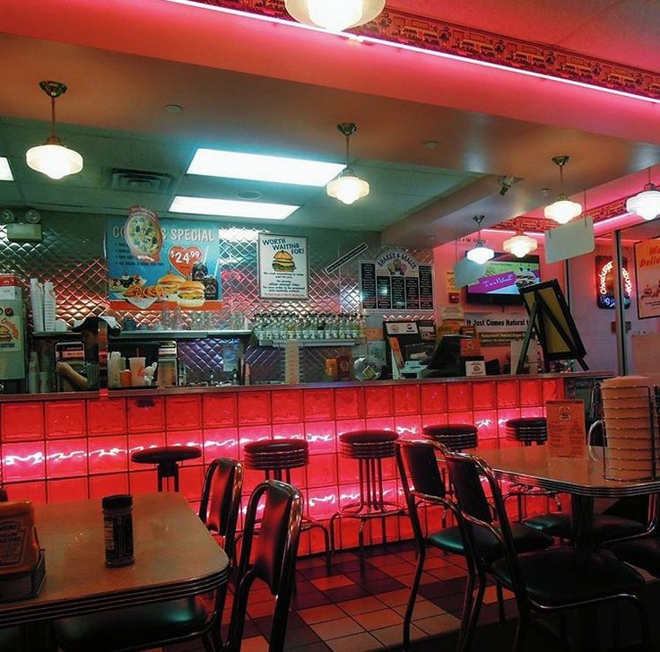 Cheeburger Cheeburger / Forest Hills, Queens, NY / Old school looking diner spot. Bodacious burgers and wild waffles. Vibes.