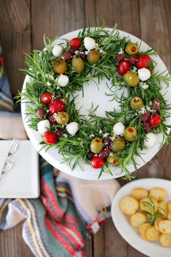 Beautiful!! Edible Antipasto Holiday Wreath #appetizer