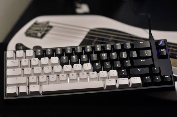 Vortex doubleshot PBT sets (backlit and non-backlit) on a FC660M. Winner photos of the /r/MK keyboard art contest.