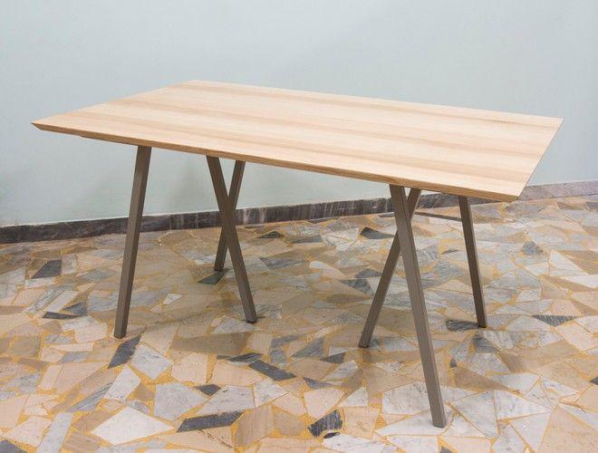 Tavolo in legno di frassino con prolunghe