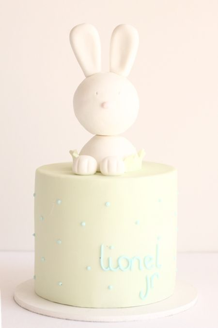 hello naomi: cute bunny baby shower cake!