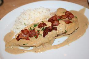 Ljuvligt gräddig kyckling med dijonsenap, bacon och gräslök
