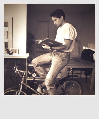 David Duchovny on a bicycle in the 90's. perfection!