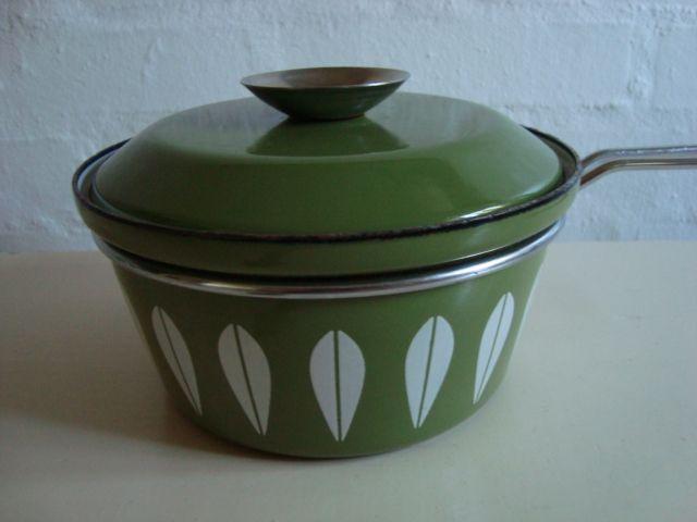 Cathrineholm Lotus retro enamel saucepan. #Cathrineholm #Lotus #Prytz #Kittelsen #kitchenware #enamel #saucepan #retro #emalje #kasserolle. From www.TRENDYenser.com