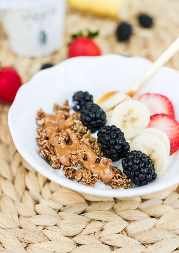 Easy Breakfast Idea: Berry Yogurt Breakfast Bowls with siggi's yogurt