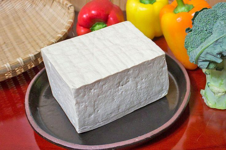 ***¿Cómo hacer Tofu?*** ¿Quieres disfrutar de todos los beneficios del tofu? Entonces aprende a hacerlo en casa con esta receta simple y económica....SIGUE LEYENDO EN... http://comohacerpara.com/hacer-tofu_10676c.html