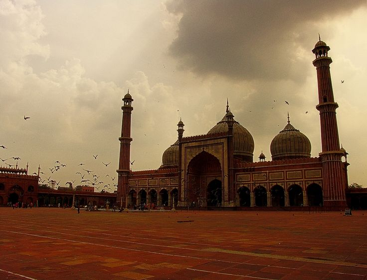 Jama Masjid, Delhi. Like and Re-pin your favorite pins. Get great deals for you trip to Delhi only on www.tripcrafters.com (Pic by by flickr user Saad.Akhtar) #JamaMasjid | #India | #Delhi