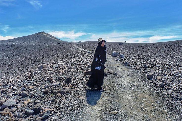 """Sekecil apapun suatu keindahan tidak akan pernah bisa anda rasakan jika Anda tak kenal namanya rasa """"SYUKUR"""" .  Gunung Marapi . Tag Sahabat-sahabat Tersayangmu  .  Follow @MuslimahIndonesiaID  Follow @MuslimahIndonesiaID  Follow @MuslimahIndonesiaID  . Untuk #MuslimahIndonesia by @chintiadevijoniver http://ift.tt/2f12zSN"""