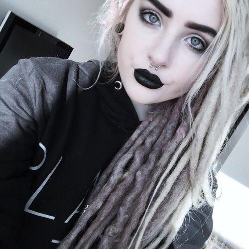 Alternative. Blonde dreads. #witchhouse #altgirl #blonde #dyedhair #indie #scene